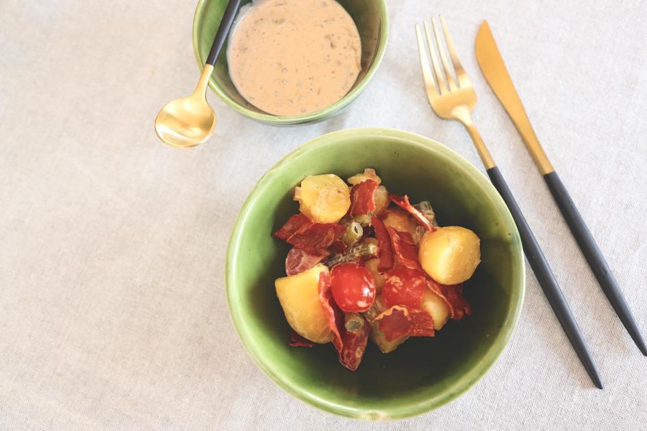 Aardappelsalade met gerookte ham in de oven.jpg