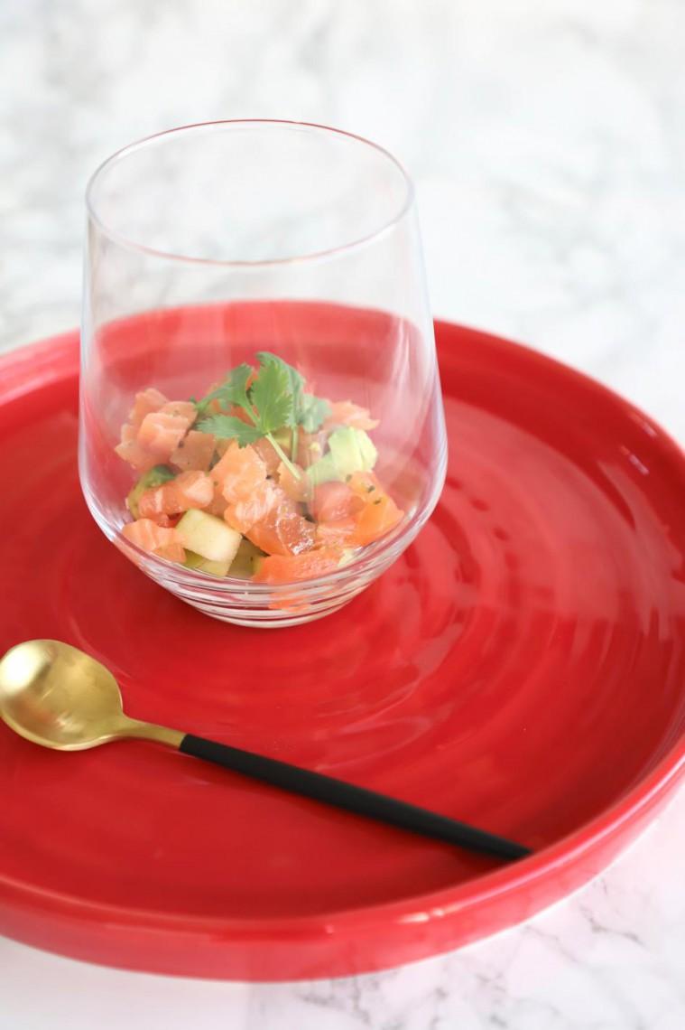 Glaasje met gemarineerde zalm, appel en avocado.jpg